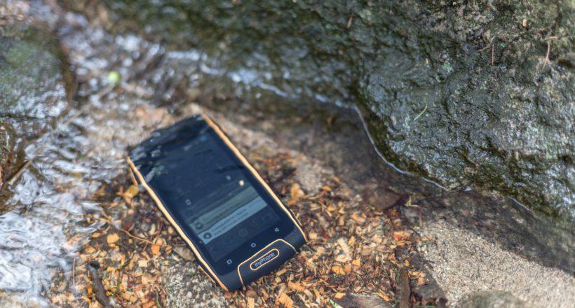 Wytrzymały telefon na ryby. Jaki wybrać?