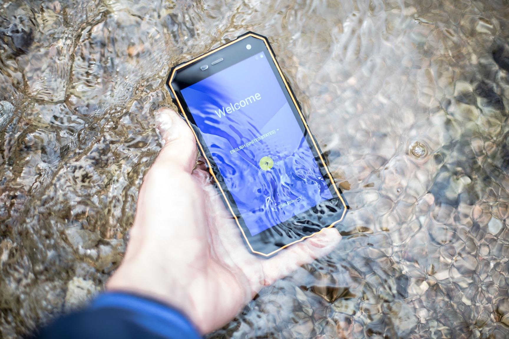 Wytrzymały telefon na ryby