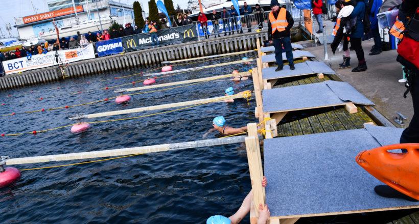 Zawody w zimowym pływaniu GWSC 2021 na start. HAMMER sponsorem!